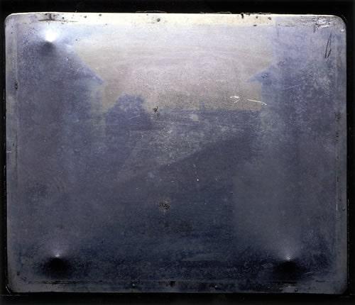 """""""Изглед от прозореца"""" - първата снимка в света"""